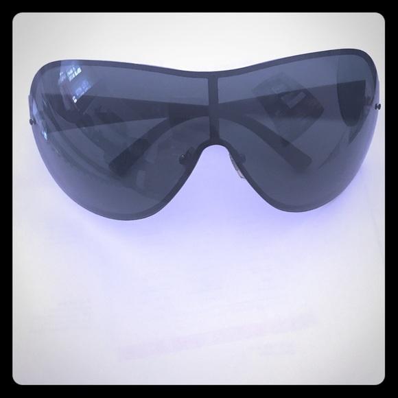 3afd901492 Men s Salvatore Ferragamo sunglasses. M 5b8c44427c979d8b1bc32fa8